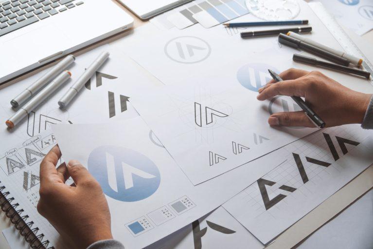 czym-jest-logo-logotyp-sygnet-projektowanie-graficzne-become